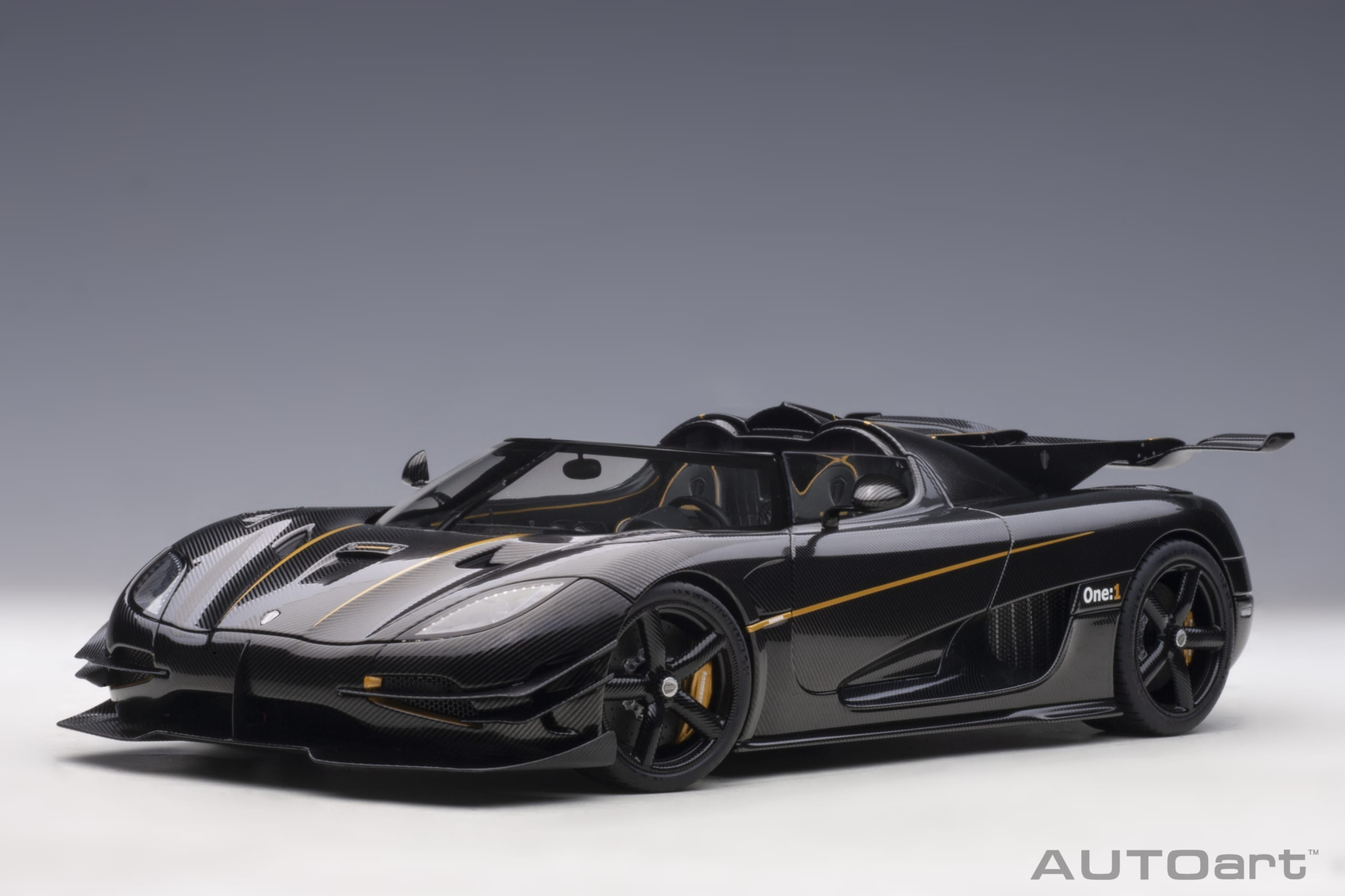1:18 Koenigsegg One:1 (Carbon with Gold Accents) 2014