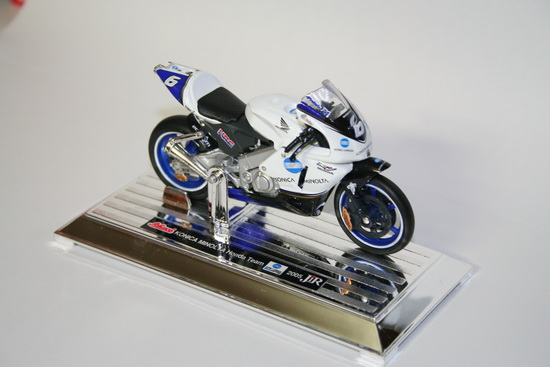 1:18 HONDA MINOLTA 2005 NO.6 WHITE